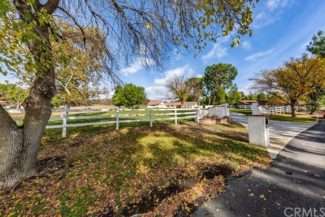43740 Cajon Drive, Temecula, CA 92592 (#PW18284663) :: The Laffins Real Estate Team