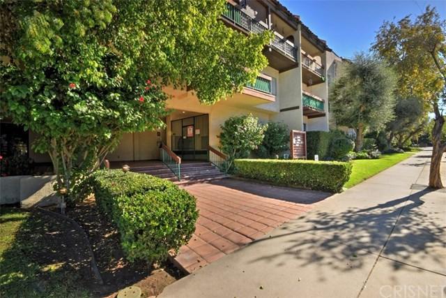 5460 White Oak Avenue C319, Encino, CA 91316 (#SR18286219) :: Fred Sed Group