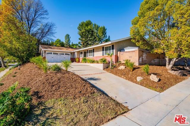 22101 Empino Lane, Saugus, CA 91350 (#18413576) :: Fred Sed Group
