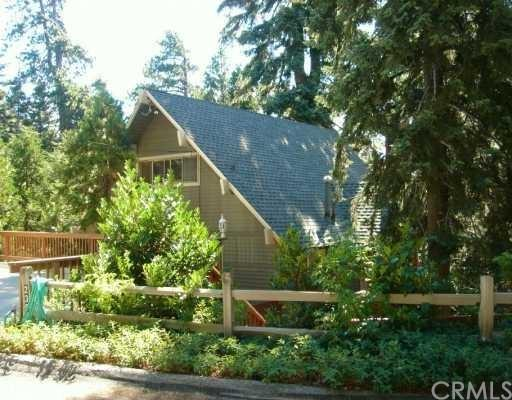235 Grizzly Road, Lake Arrowhead, CA 92352 (#EV18289446) :: Fred Sed Group