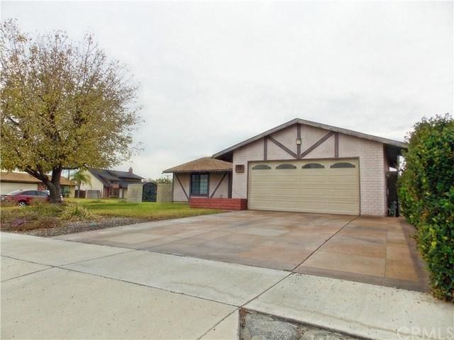 9370 Aspen Street, Bloomington, CA 92316 (#CV18290011) :: Fred Sed Group