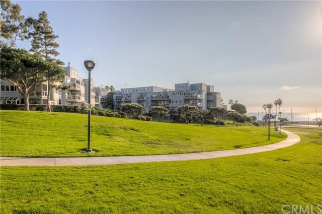 240 The Village #303, Redondo Beach, CA 90277 (#SB18290974) :: Fred Sed Group