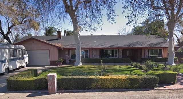 9949 Carob Avenue, Fontana, CA 92335 (#CV18292419) :: Fred Sed Group