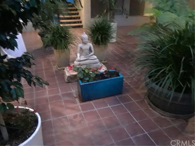 1329 E 1st Street #27, Long Beach, CA 90802 (#SB18261571) :: Keller Williams Realty, LA Harbor