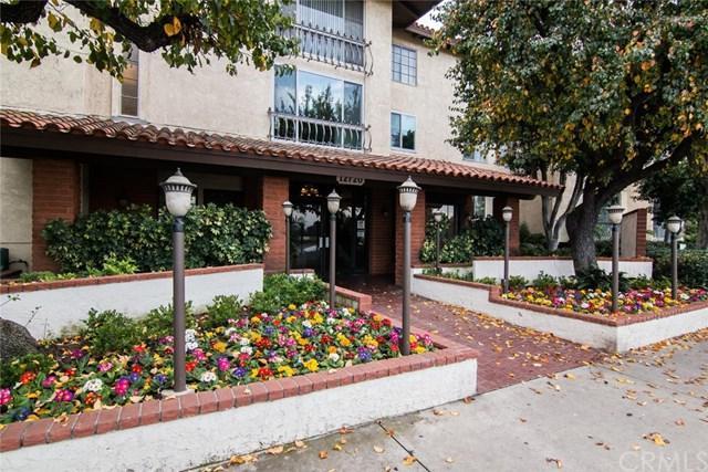 12720 Burbank Blvd #213, Valley Village, CA 91607 (#BB19005186) :: Kim Meeker Realty Group