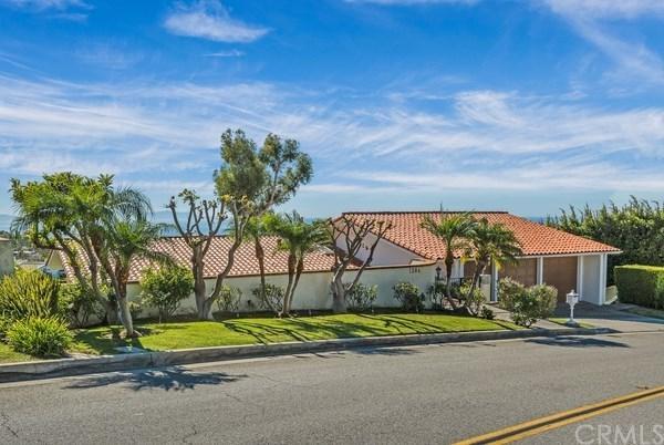 1384 Via Romero, Palos Verdes Estates, CA 90274 (#PV19010098) :: Naylor Properties