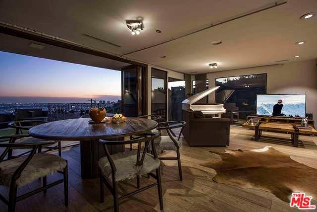 1590 Sunset Plaza Drive, Los Angeles (City), CA 90069 (#19423852) :: Mainstreet Realtors®