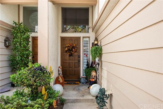 18319 Collins Street #6, Tarzana, CA 91356 (#SR19013320) :: Impact Real Estate