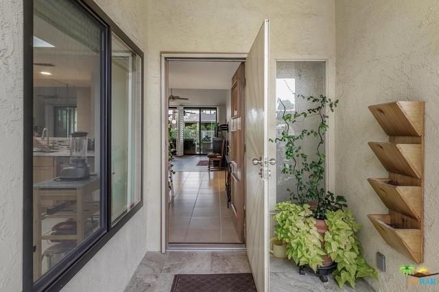 484 E Via Ensenada Circle, Palm Springs, CA 92264 (#19423320PS) :: The DeBonis Team