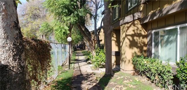 20135 Leadwell Street #4, Winnetka, CA 91306 (#SR19013339) :: California Realty Experts