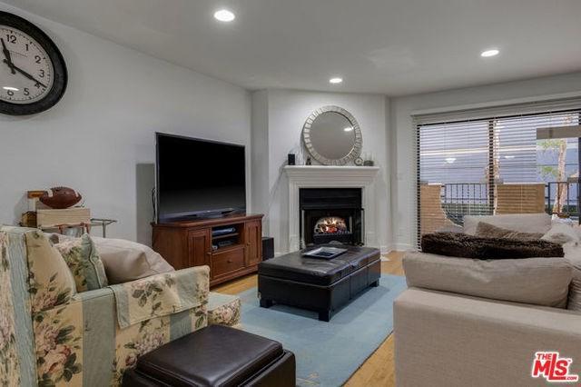 1633 S Bentley Avenue #106, Los Angeles (City), CA 90025 (#19422748) :: Barnett Renderos