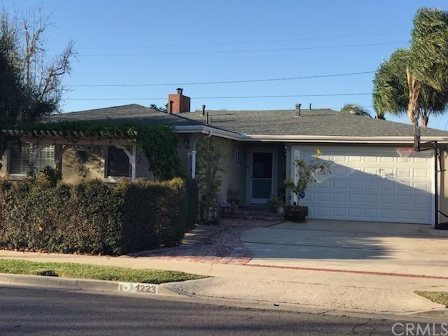 1223 E Cypress Street, Anaheim, CA 92805 (#AR19015834) :: Fred Sed Group