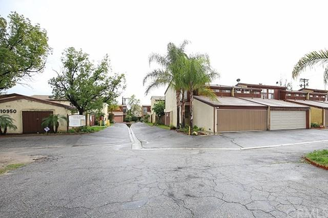 10950 Saticoy St. #6, Sun Valley, CA 91352 (#BB19026439) :: The Marelly Group   Compass