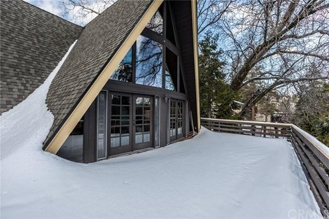 27285 Peninsula Drive, Lake Arrowhead, CA 92352 (#EV19029929) :: The Laffins Real Estate Team