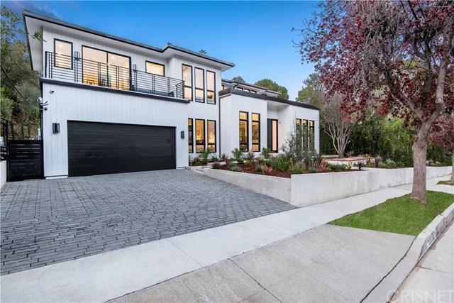 16923 Escalon Drive, Encino, CA 91436 (#SR19029316) :: The Laffins Real Estate Team