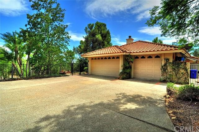 1295 S Live Oak Park Road, Fallbrook, CA 92028 (#SW19033682) :: Team Tami
