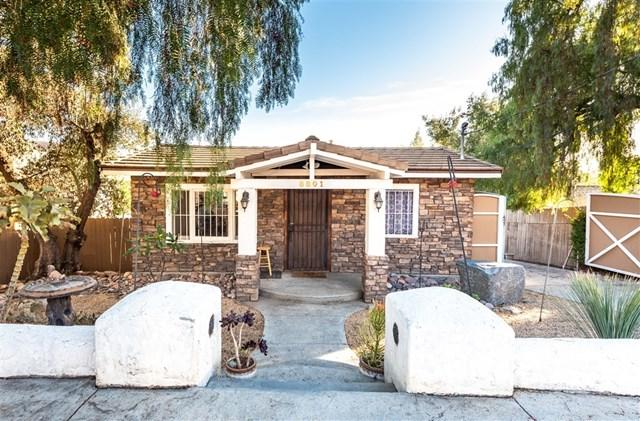 8801 Olive Dr, Spring Valley, CA 91977 (#190008405) :: The Laffins Real Estate Team