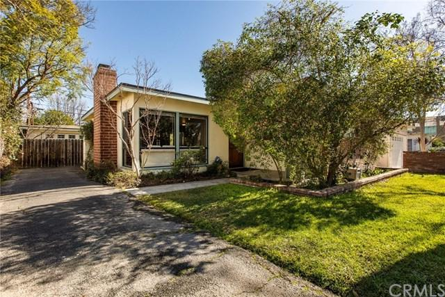 520 N Beachwood Drive, Burbank, CA 91506 (#BB19012519) :: The Marelly Group | Compass