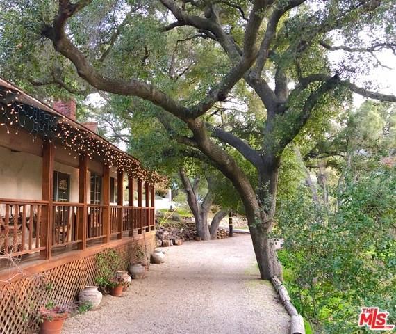 888 Crater Oak Drive, Calabasas, CA 91302 (#19427972) :: DSCVR Properties - Keller Williams