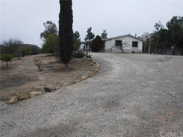 35603 Menifee Road, Murrieta, CA 92563 (#SW19034062) :: The Laffins Real Estate Team