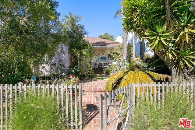 11621 Ayres Avenue, Los Angeles (City), CA 90064 (#19433184) :: Team Tami