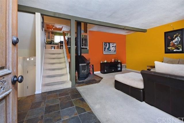 21515 Erwin Street #11, Woodland Hills, CA 91367 (#SR19033163) :: The Laffins Real Estate Team