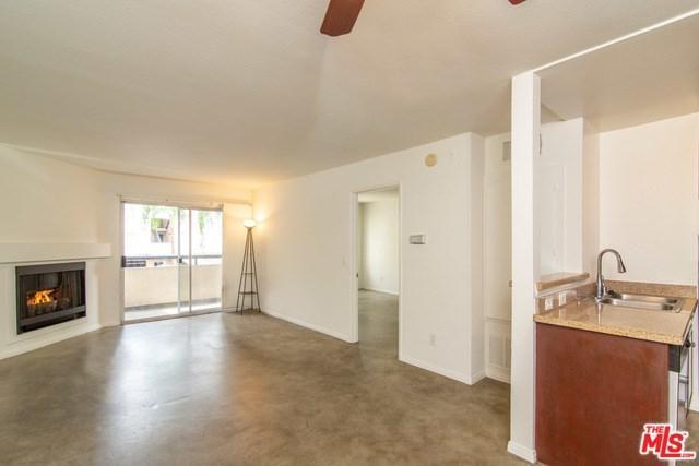 5530 Owensmouth Avenue #118, Woodland Hills, CA 91367 (#19432024) :: The Laffins Real Estate Team