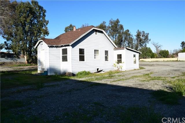 9913 Carob Avenue, Fontana, CA 92335 (#CV19032000) :: Team Tami