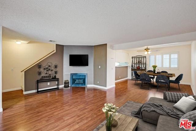 18333 Hatteras Street #32, Tarzana, CA 91356 (#19432864) :: RE/MAX Innovations -The Wilson Group
