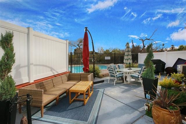 9023 Calle Del Verde, Santee, CA 92071 (#190009055) :: The Laffins Real Estate Team