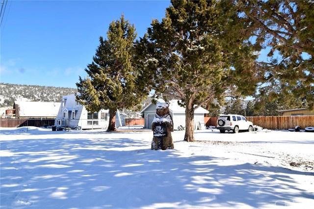 824 Cypress Lane, Big Bear, CA 92314 (#EV19036220) :: The Laffins Real Estate Team