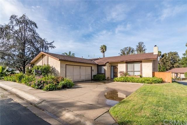 803 Willow Tree Lane, Fallbrook, CA 92028 (#SW19034407) :: Team Tami