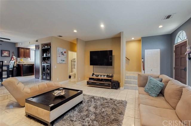 8958 Burnet Avenue H3, North Hills, CA 91343 (#SR19037386) :: The Brad Korb Real Estate Group