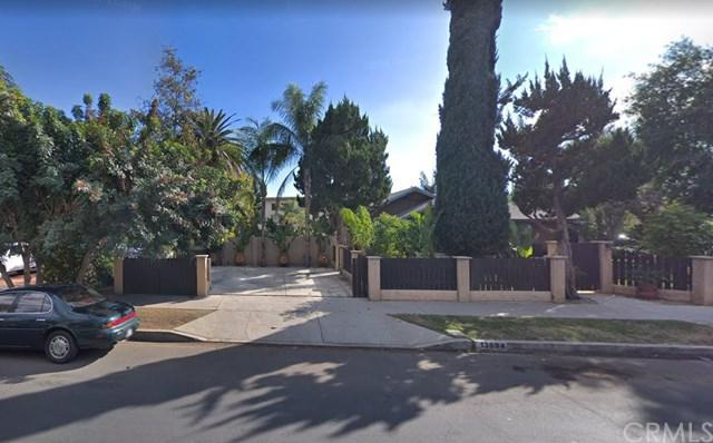 13694 Erwin Street, Van Nuys, CA 91401 (#AR18290829) :: The Brad Korb Real Estate Group