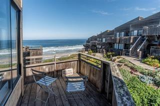 1 Surf Way #225, Monterey, CA 93940 (#ML81740088) :: Fred Sed Group