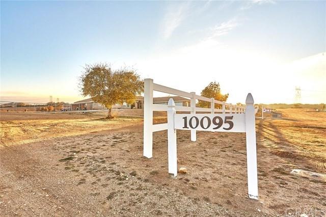 10095 Ranchero Road, Oak Hills, CA 92344 (#OC19049923) :: Go Gabby