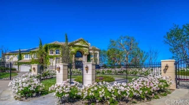 25201 Derbyhill Drive, Laguna Hills, CA 92653 (#OC19061456) :: Doherty Real Estate Group