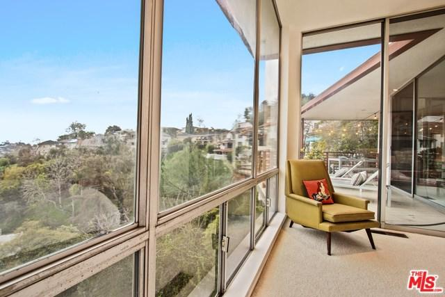 3870 Carnavon Way, Los Angeles (City), CA 90027 (#19447412) :: Rogers Realty Group/Berkshire Hathaway HomeServices California Properties