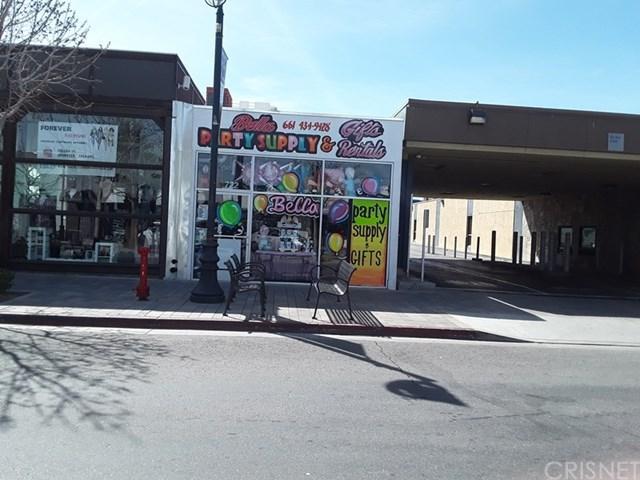722 Lancaster Boulevard, Lancaster, CA 93534 (#SR19066596) :: Millman Team