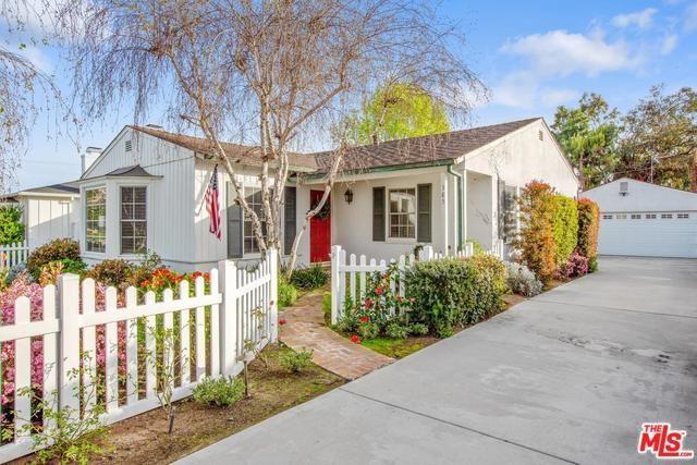 385 E 19TH Street, Costa Mesa, CA 92627 (#19454632) :: Fred Sed Group
