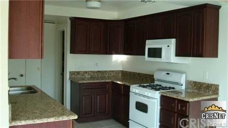 10707 Camarillo Street #317, Toluca Lake, CA 91602 (#SR19087680) :: The Brad Korb Real Estate Group