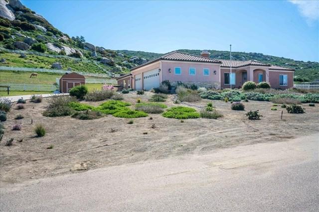 1473 Santa Fe Hills, Ramona, CA 92065 (#190021219) :: Go Gabby