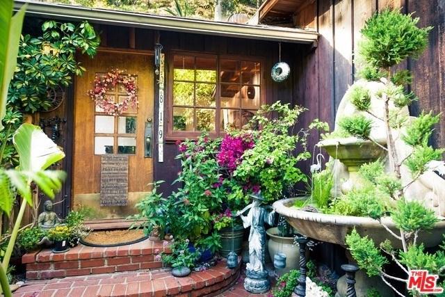 9819 Yoakum Drive, Beverly Hills, CA 90210 (#19457148) :: DSCVR Properties - Keller Williams