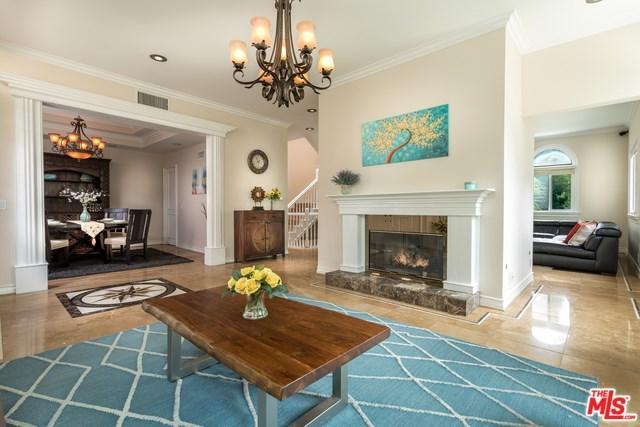 2328 Benedict Canyon Drive, Beverly Hills, CA 90210 (#19457564) :: DSCVR Properties - Keller Williams