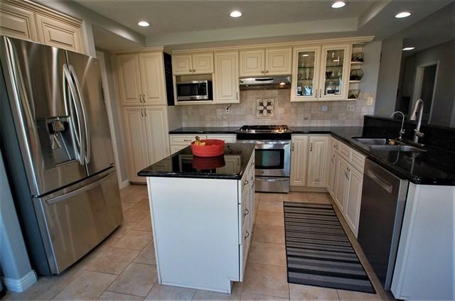 2756 Avalon Avenue, Carlsbad, CA 92010 (#190021825) :: Go Gabby