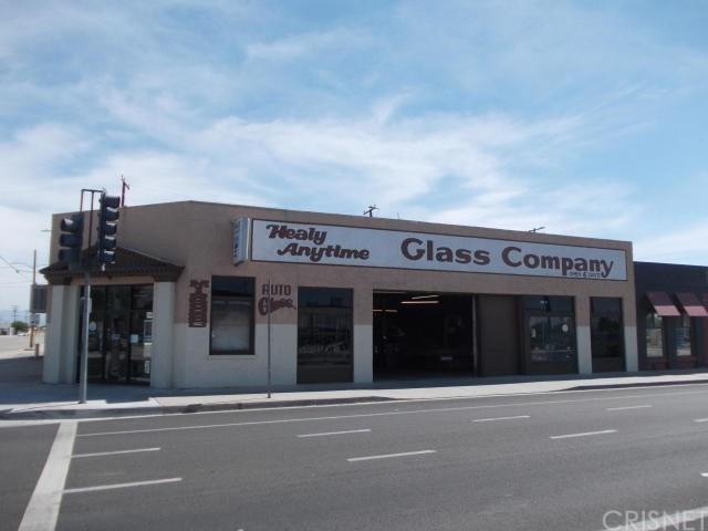 400 Lancaster Boulevard - Photo 1