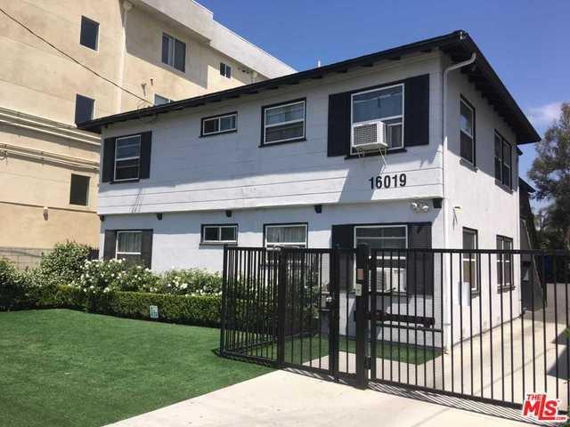 16019 Vanowen Street, Los Angeles (City), CA 91406 (#19466956) :: Fred Sed Group