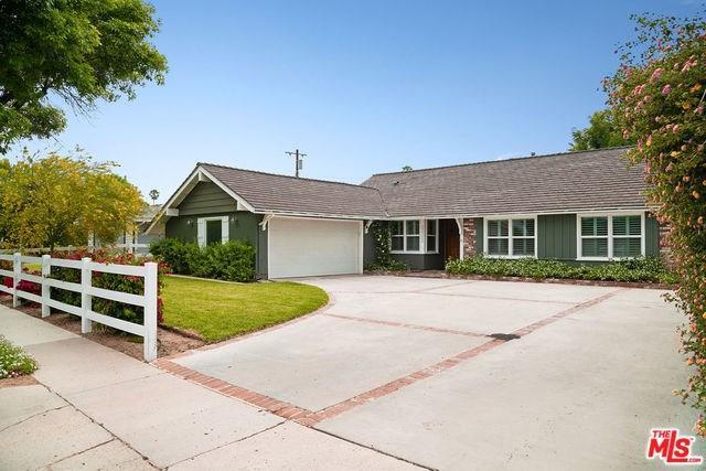22322 Schoolcraft Street, Canoga Park, CA 91303 (#19467344) :: RE/MAX Masters
