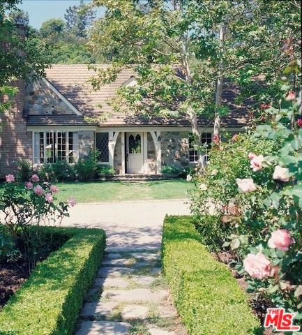 1977 Mandeville Canyon Road, Los Angeles (City), CA 90049 (#19467142) :: Millman Team