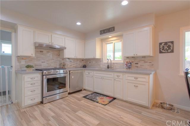 9657 Acacia Avenue, Fontana, CA 92335 (#PW19112231) :: Mainstreet Realtors®